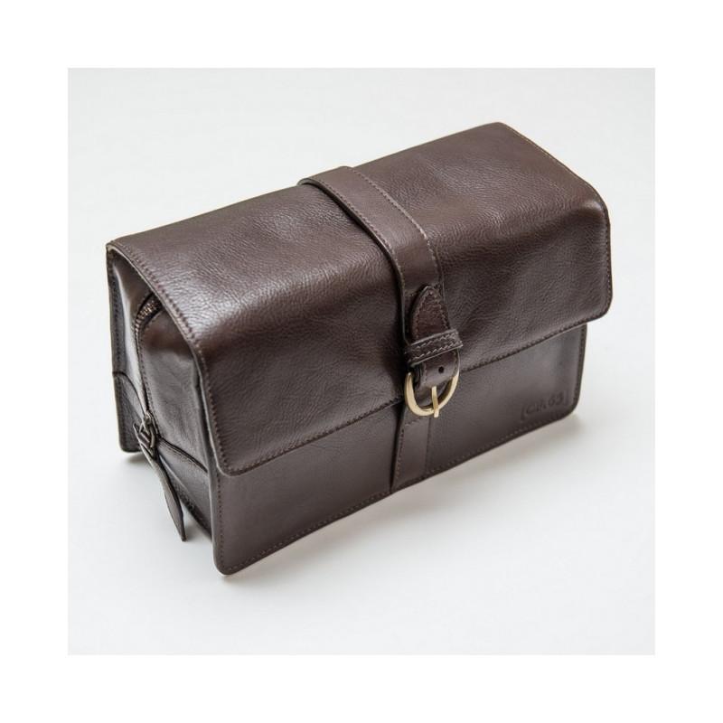 trousse de toilette suspendre en cuir marron captain fawcett uk. Black Bedroom Furniture Sets. Home Design Ideas